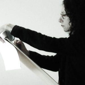 TH tekent