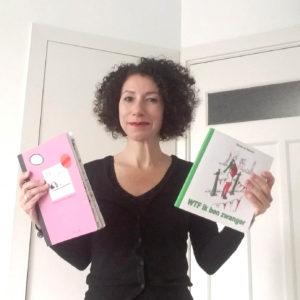 TH met twee boeken